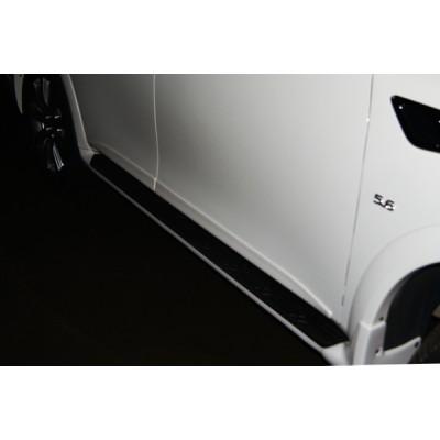 Infiniti QX56(QX80) Молдинги дверей
